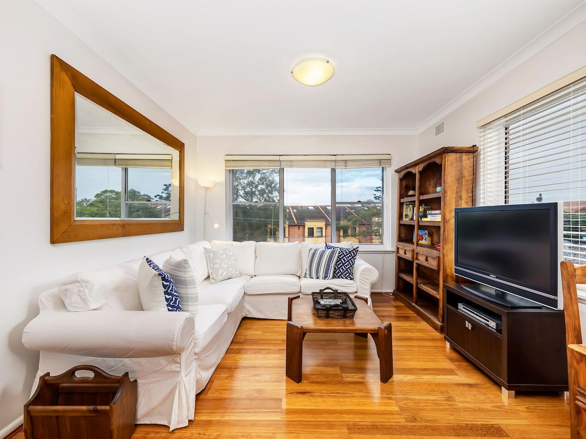 Sunny 2 bed apartment with parking in Randwick